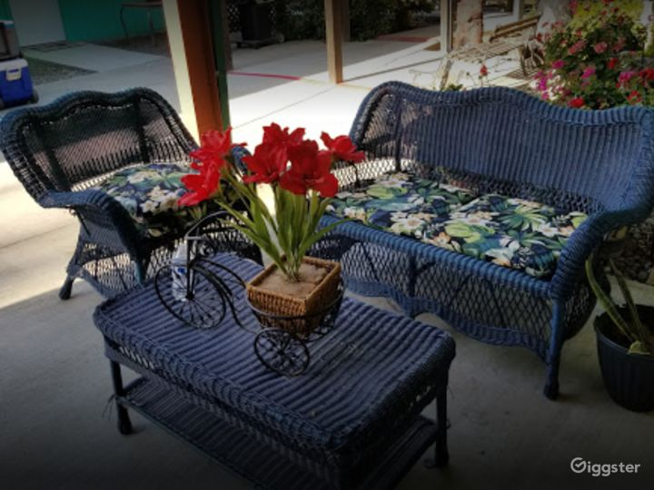 Covered Outside Patio for Photoshoots Photo 2
