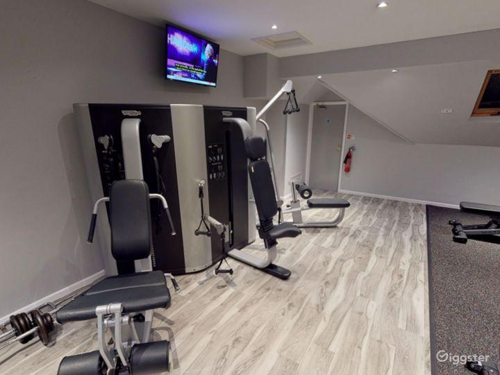 Modern Hotel Gym in Oxford Photo 3