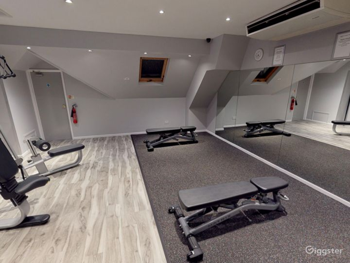 Modern Hotel Gym in Oxford Photo 4