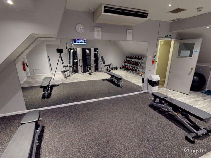 Modern Hotel Gym in Oxford Photo 5