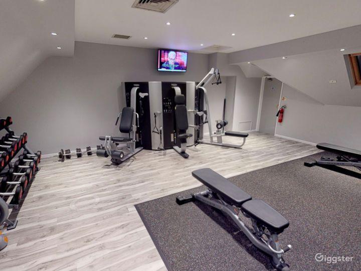 Modern Hotel Gym in Oxford Photo 2