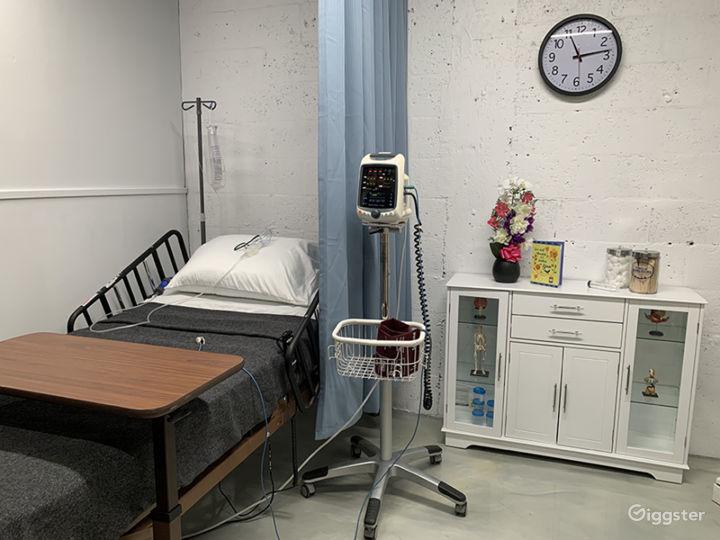 DOCTOR'S OFFICE / EXAMINATION ROOM / HOSPITAL / ER Photo 5