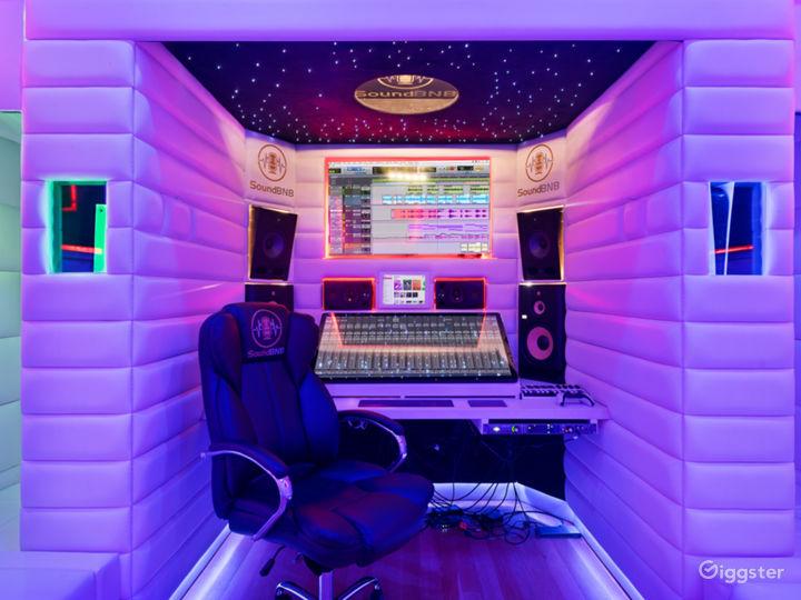 VIP Luxury Starlit Music Studio Photo 5