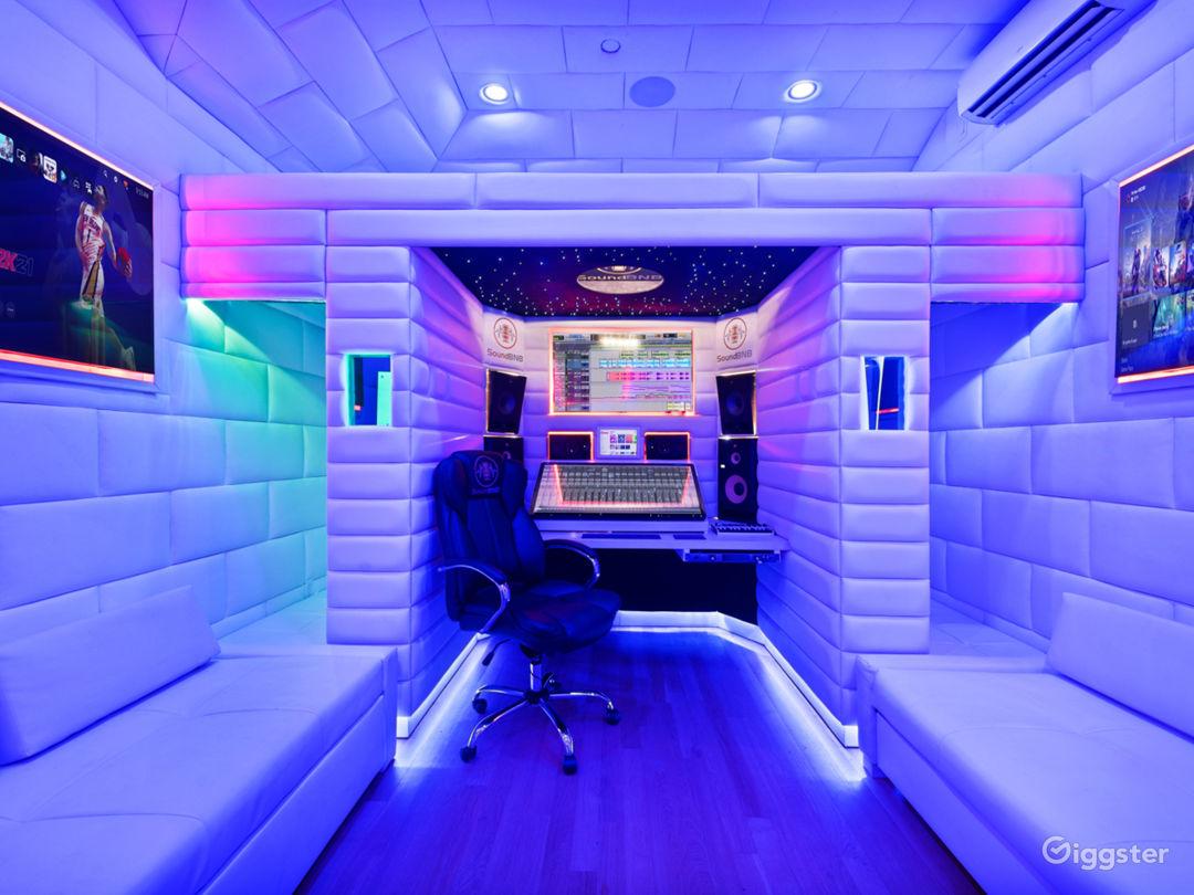 VIP Luxury Starlit Music Studio Photo 1
