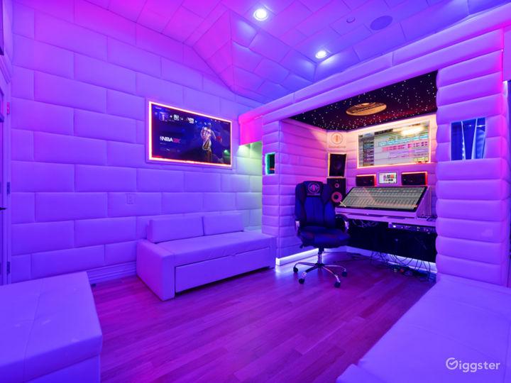 VIP Luxury Starlit Music Studio Photo 2