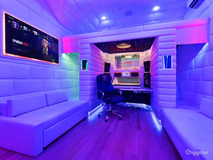 VIP Luxury Starlit Music Studio Photo 3