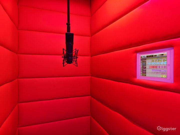 VIP Luxury Starlit Music Studio Photo 4