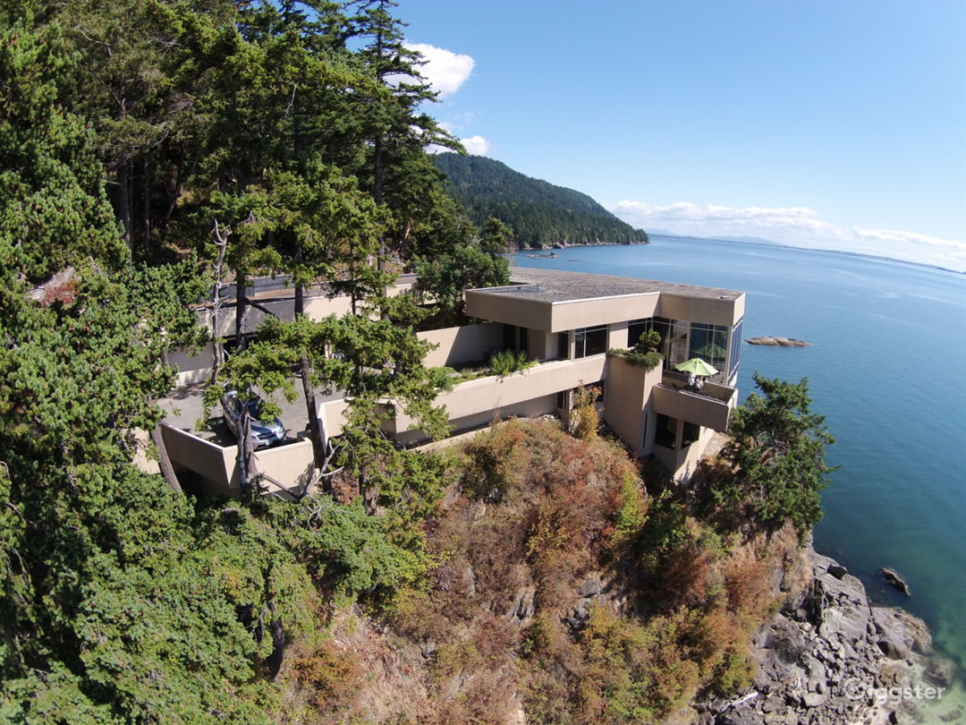 Cliffside Modern Island Views Photo 1