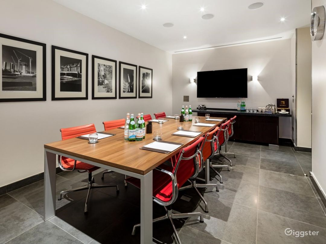 Exclusive Private Room 4 in Canary Wharf, London Photo 1