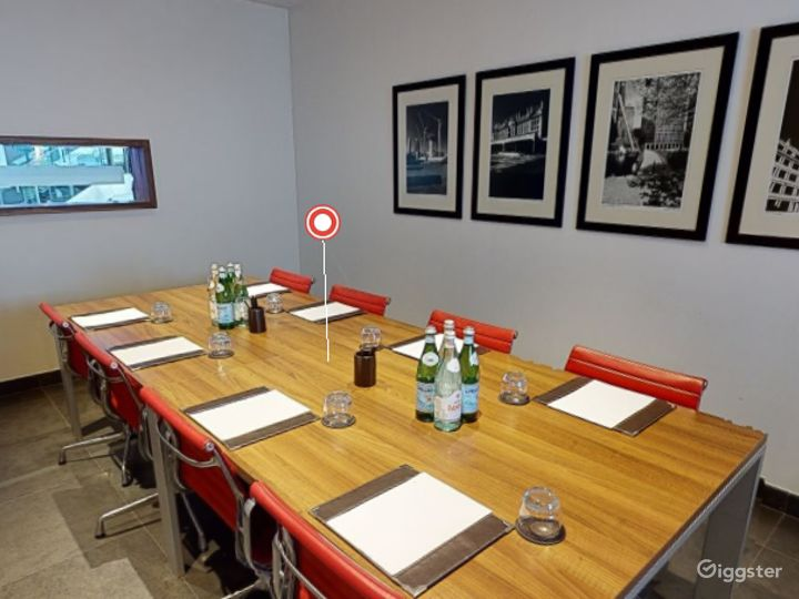 Exclusive Private Room 4 in Canary Wharf, London Photo 2