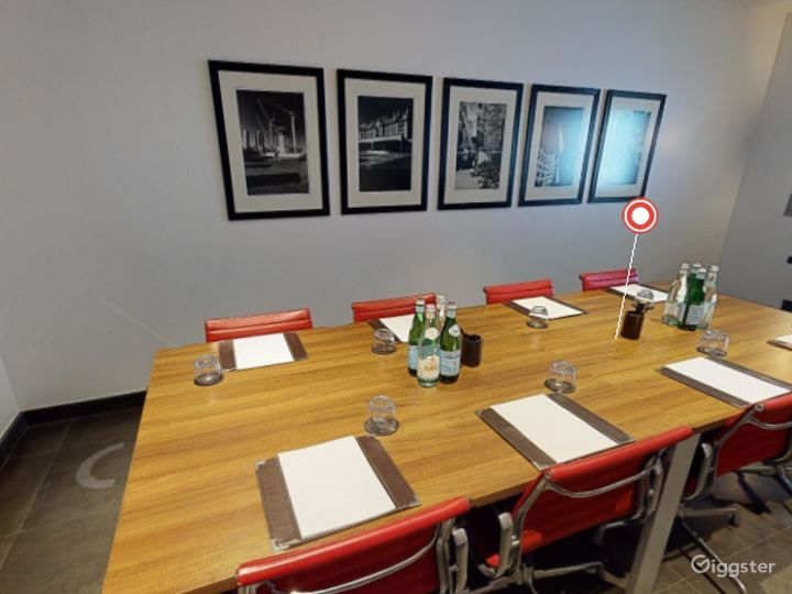 Exclusive Private Room 4 in Canary Wharf, London Photo 3