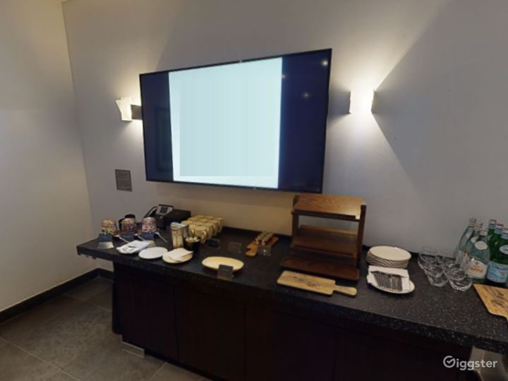 Exclusive Private Room 4 in Canary Wharf, London Photo 4