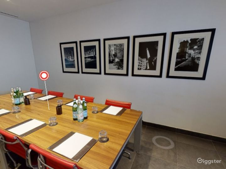 Exclusive Private Room 4 in Canary Wharf, London Photo 5