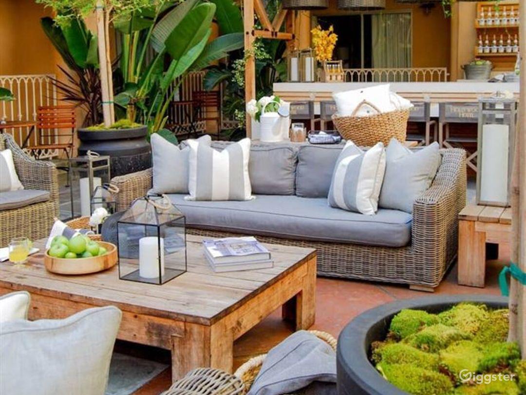 Amazing Lounge & Bar in LA Photo 1