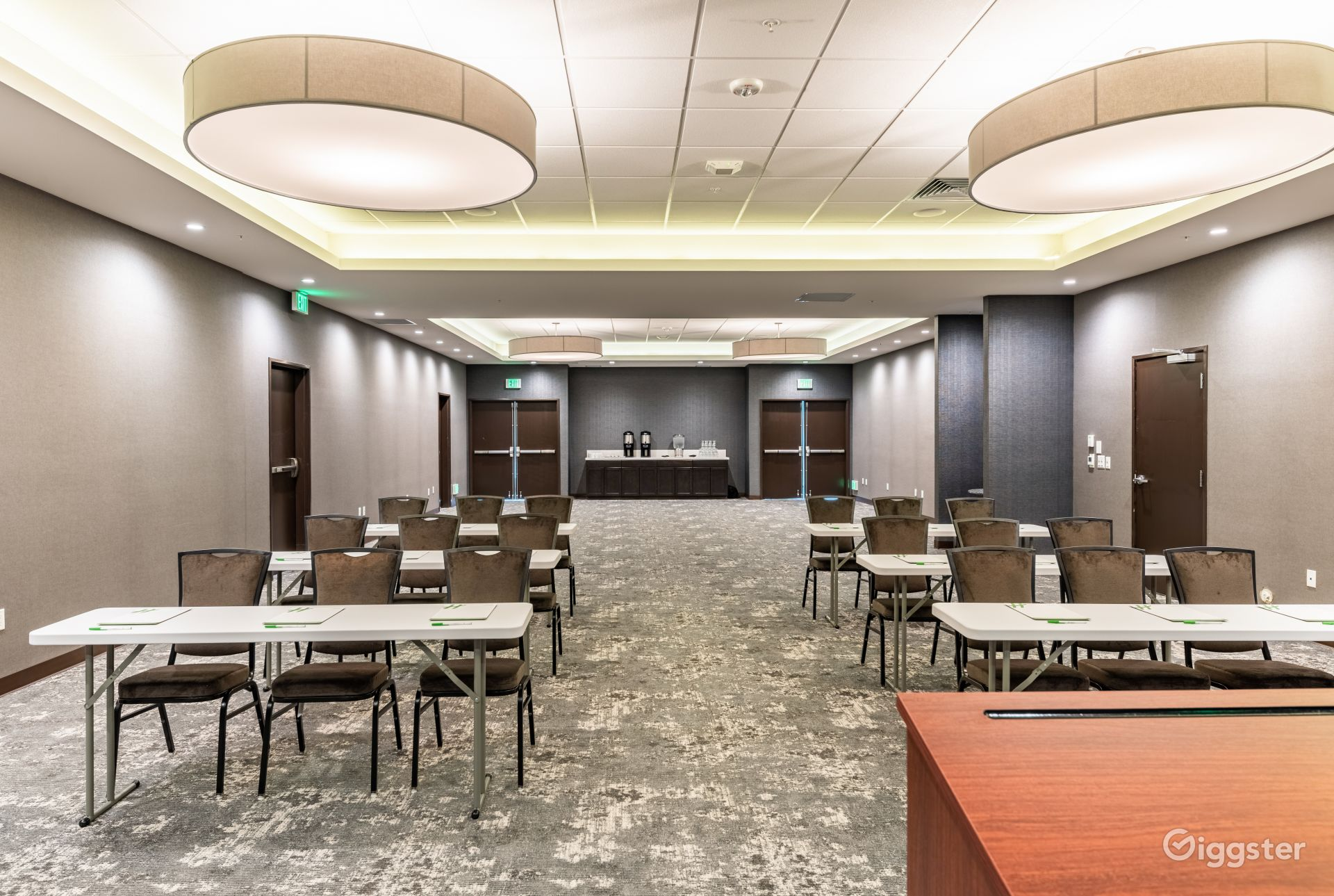 Spacious conference room in Silicon Valley Photo 1