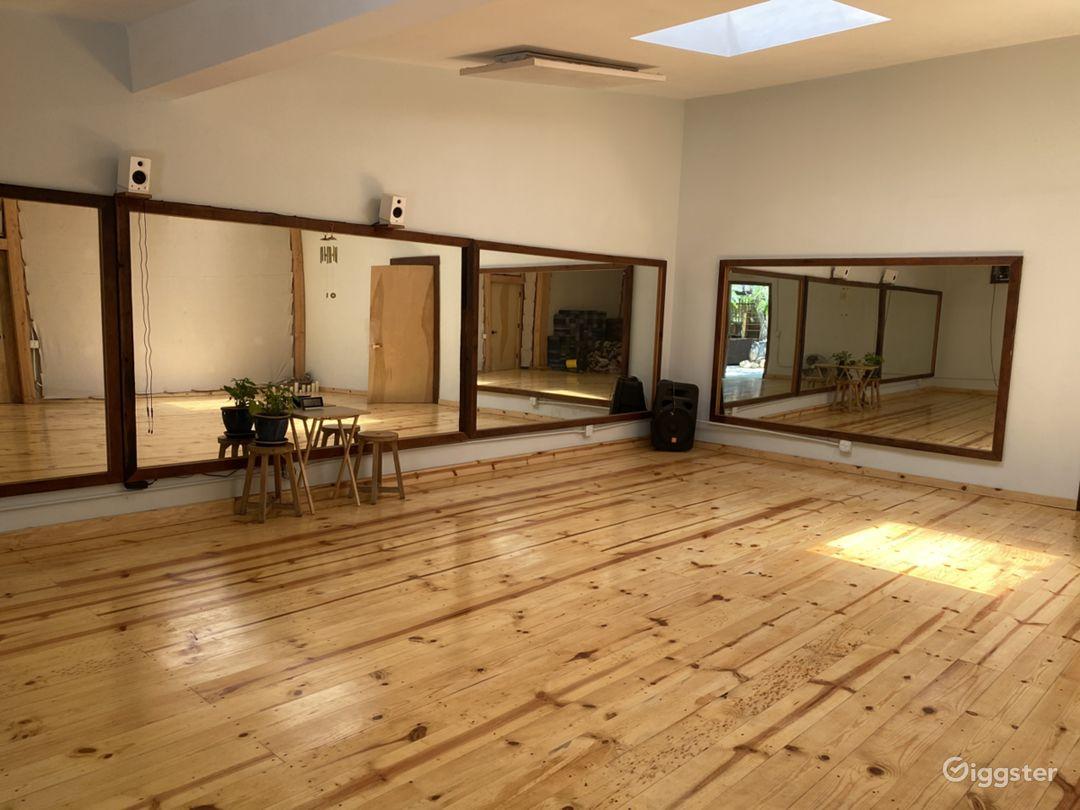 Dance studio, sprung, knotty pine floors Photo 1
