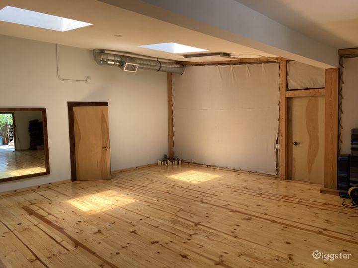 Dance studio, sprung, knotty pine floors Photo 3