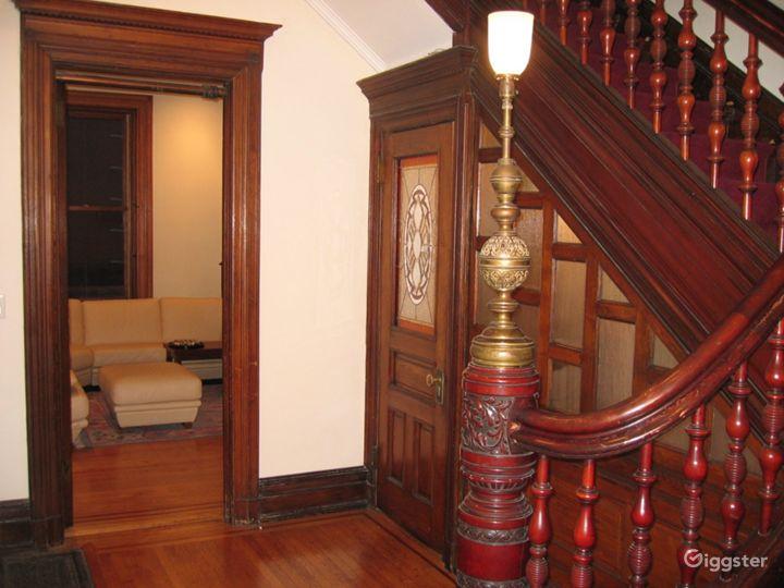 Classic NY brownstone: Location 4122 Photo 3