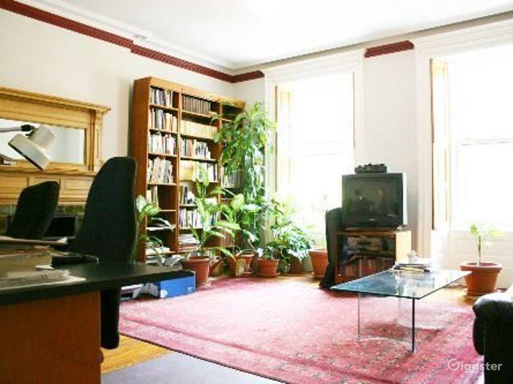 Classic NY brownstone: Location 4122 Photo 2