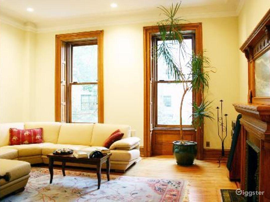 Classic NY brownstone: Location 4122 Photo 1