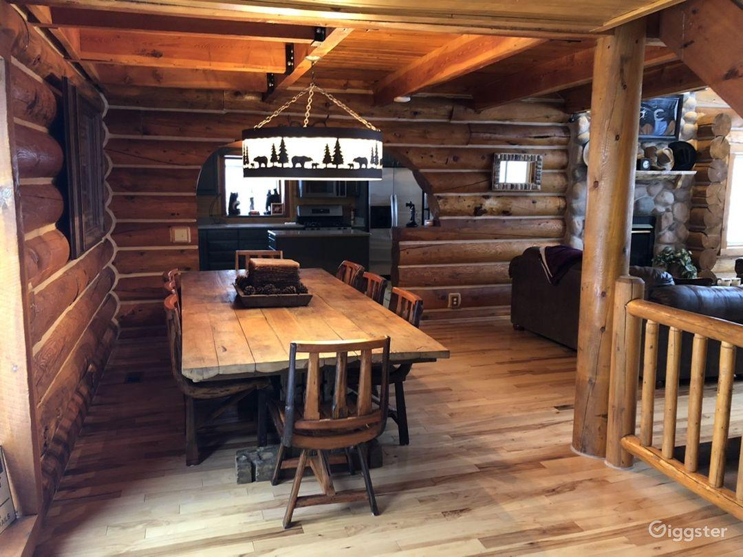 Rustic log cabin. Photo 2