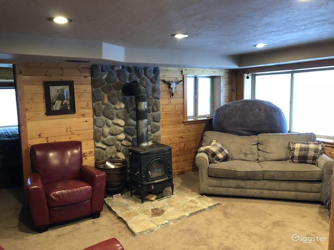 Rustic log cabin. Photo 5