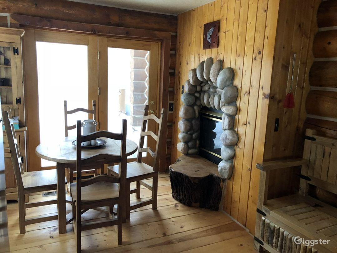 Rustic log cabin. Photo 3