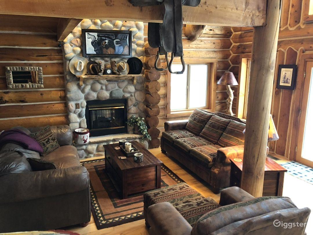 Rustic log cabin. Photo 4