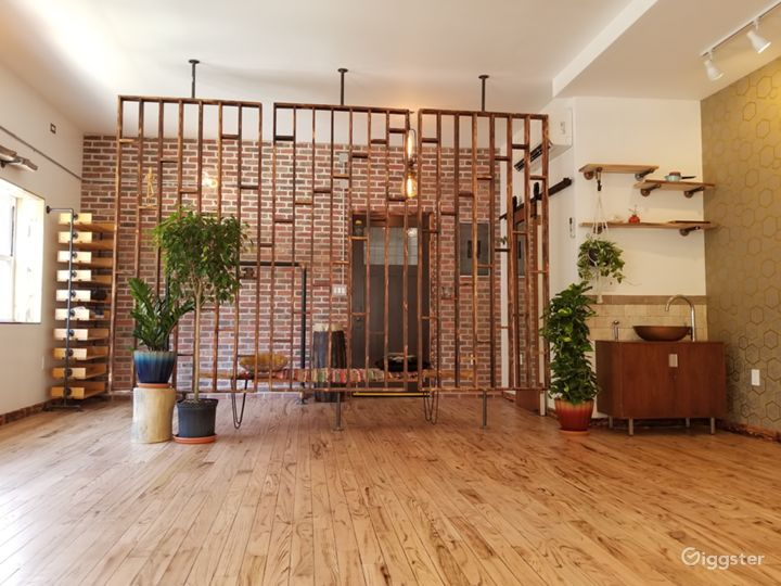 Well Designed Earthy, Green Space w/Natural Light Photo 2