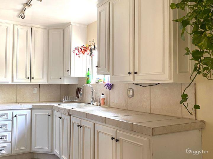 kitchen! clean, minimal