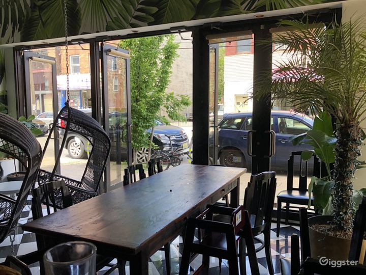 Elegant Looking Back Dining Area Photo 2