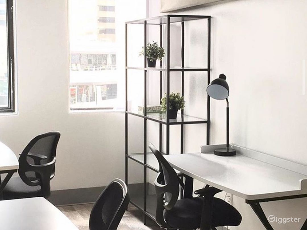 Light-filled Private Office for 3-4 Photo 1