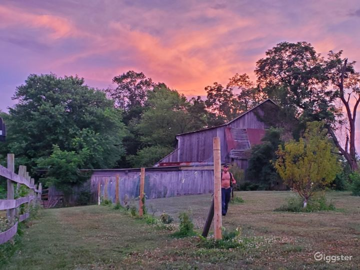 Bank barn on rolling acres with incredible views  Photo 2