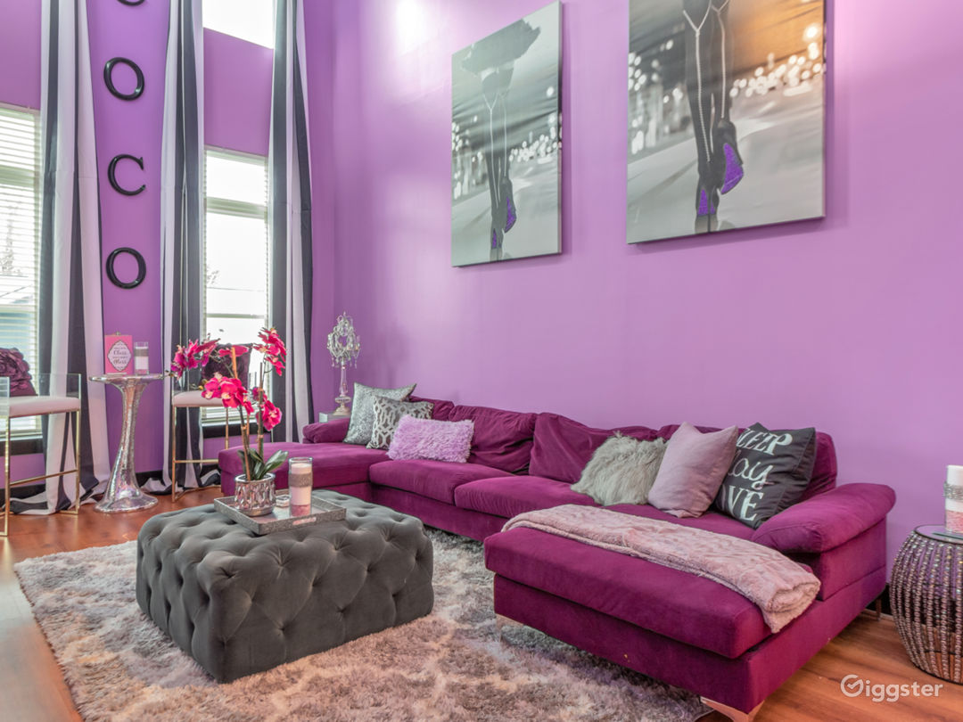 Glamorous city loft with soaring ceilings Photo 1