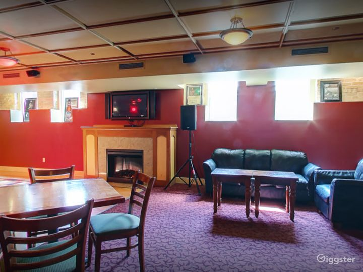 Beautiful Lounge in Madison Photo 3