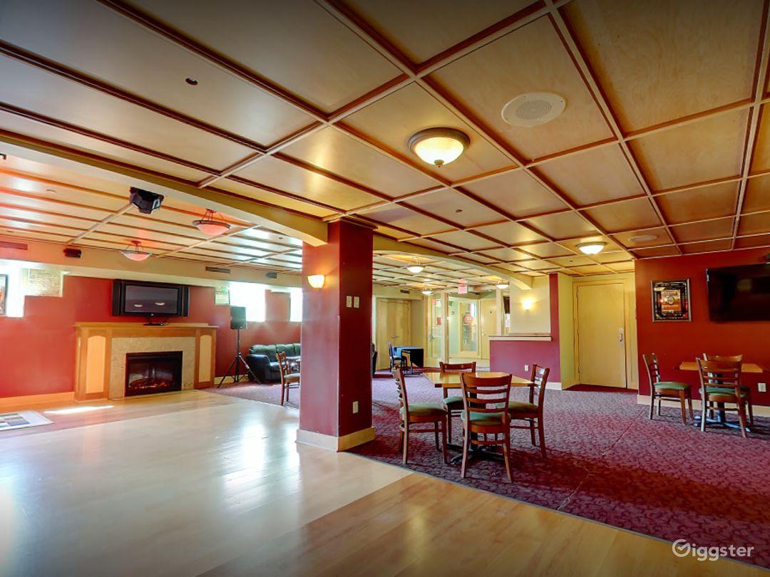 Beautiful Lounge in Madison Photo 1