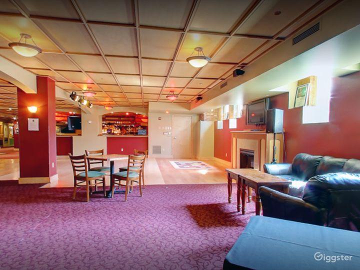 Beautiful Lounge in Madison Photo 4