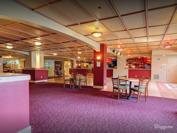 Beautiful Lounge in Madison Photo 5