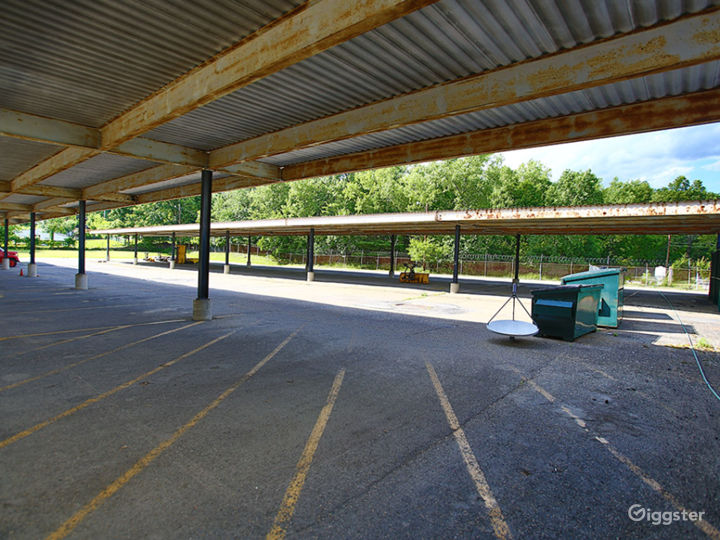 Huge Warehouse/Commercial Building Photo 4