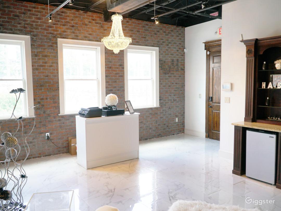 Snow White Salon with Marble Floors Photo 3