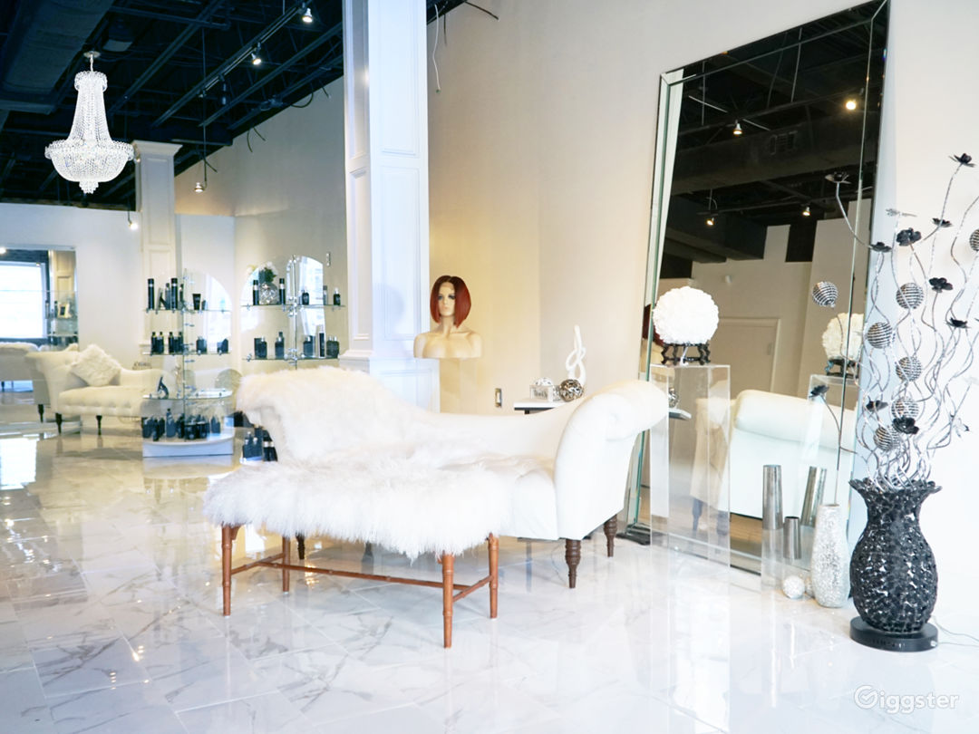 Snow White Salon with Marble Floors Photo 1