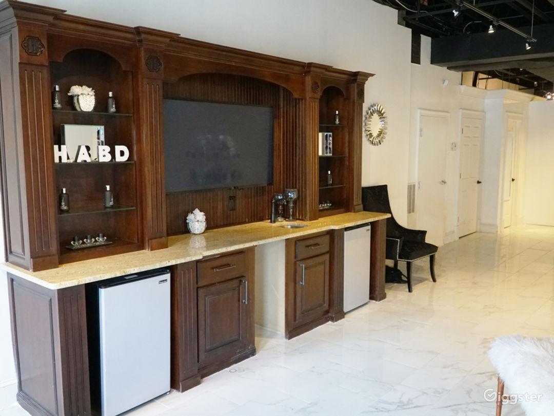 Snow White Salon with Marble Floors Photo 4