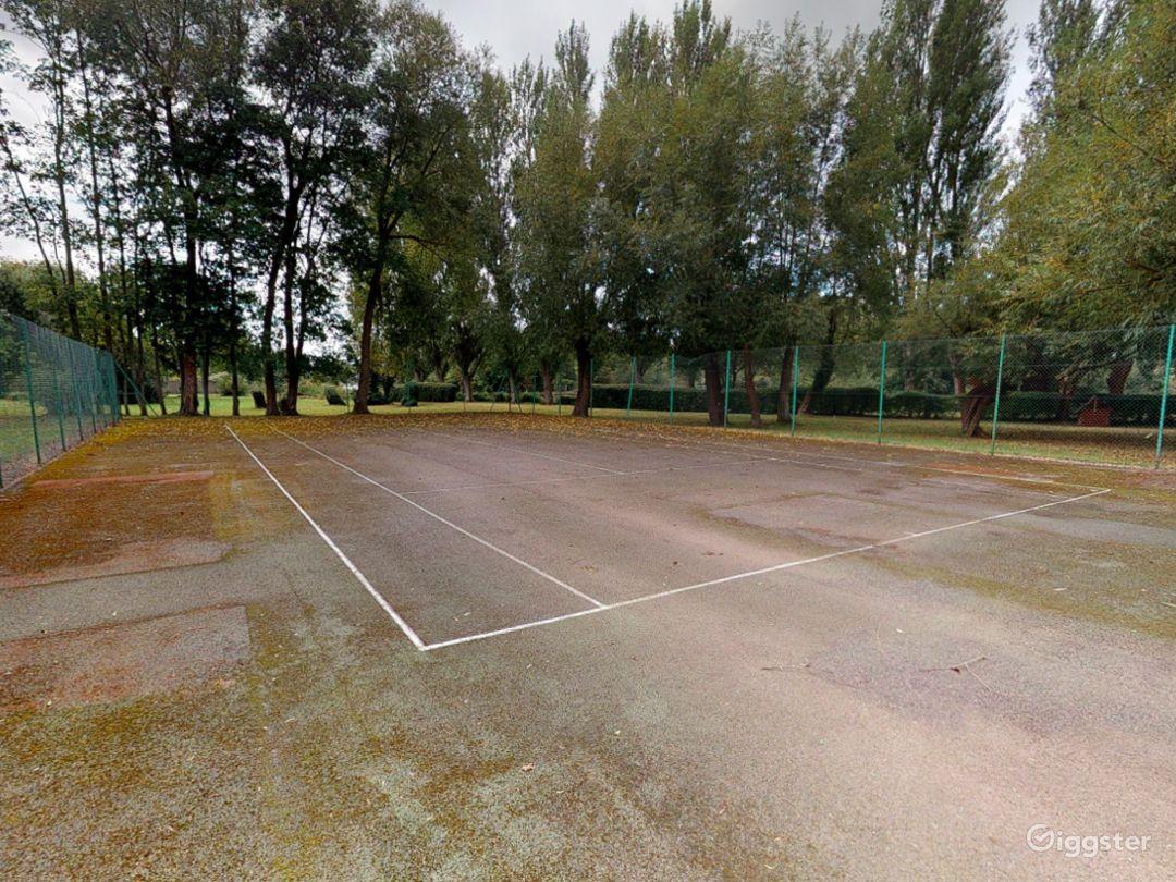 Open Tennis Court in Oxford Photo 1