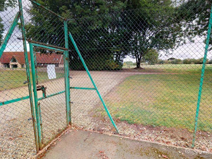 Open Tennis Court in Oxford Photo 4