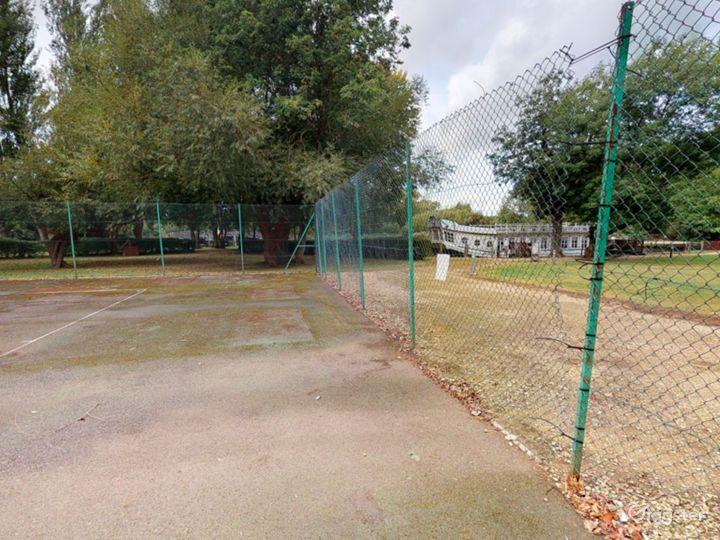 Open Tennis Court in Oxford Photo 3