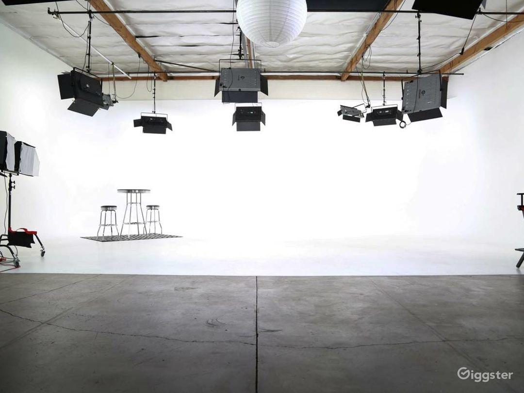 Amazing Fully Lit White Cyc Studio Photo 2