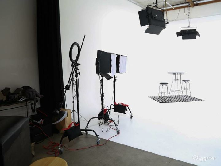 Amazing Fully Lit White Cyc Studio Photo 3