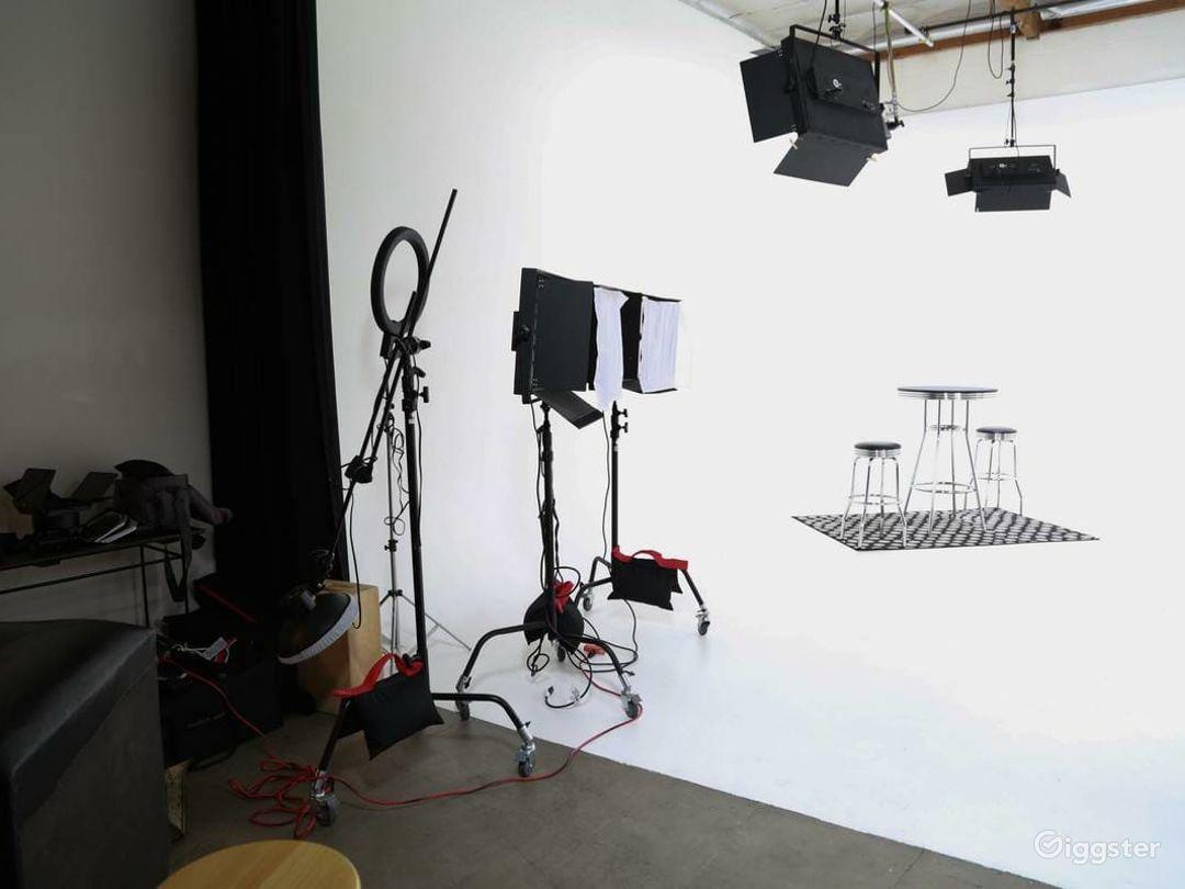 Amazing Fully Lit White Cyc Studio Photo 3