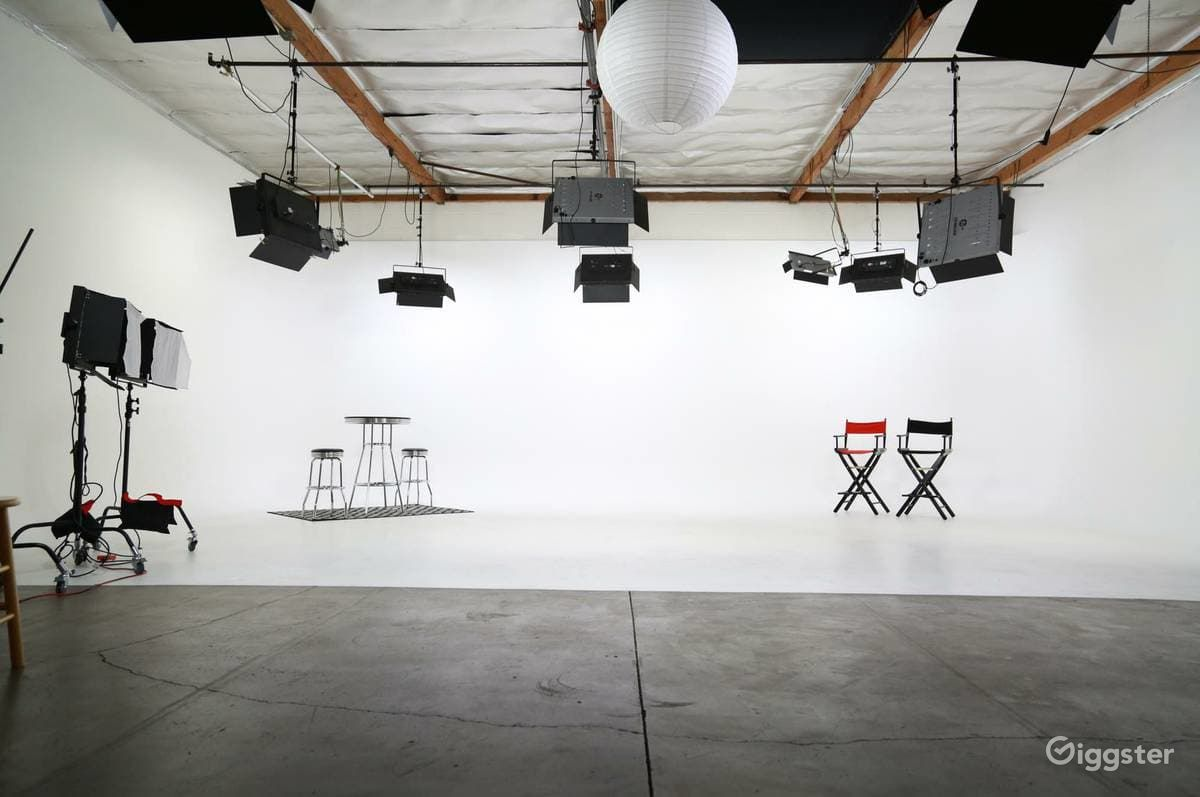 Fully Lit White Cyc Studio Los Angeles Rental