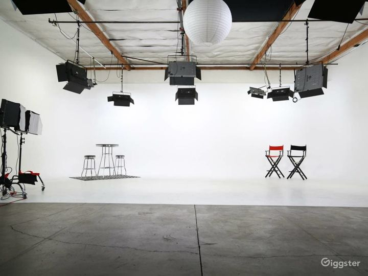 Amazing Fully Lit White Cyc Studio
